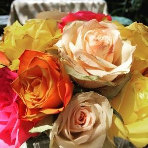 Der-perfekte-Hochzeitsstrauss-Bunte-Rosen-BineLovesLife