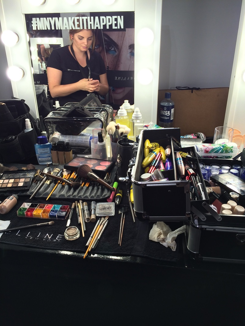 Fashion Week Berlin Backstage Maybelline Makeup Artist BineLovesLife