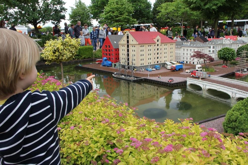 FamilyFriday-Legoland-Miniland-BineLovesLife