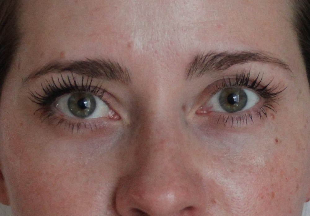 Mascara im Test Benefit TrendyThursday BineLovesLife