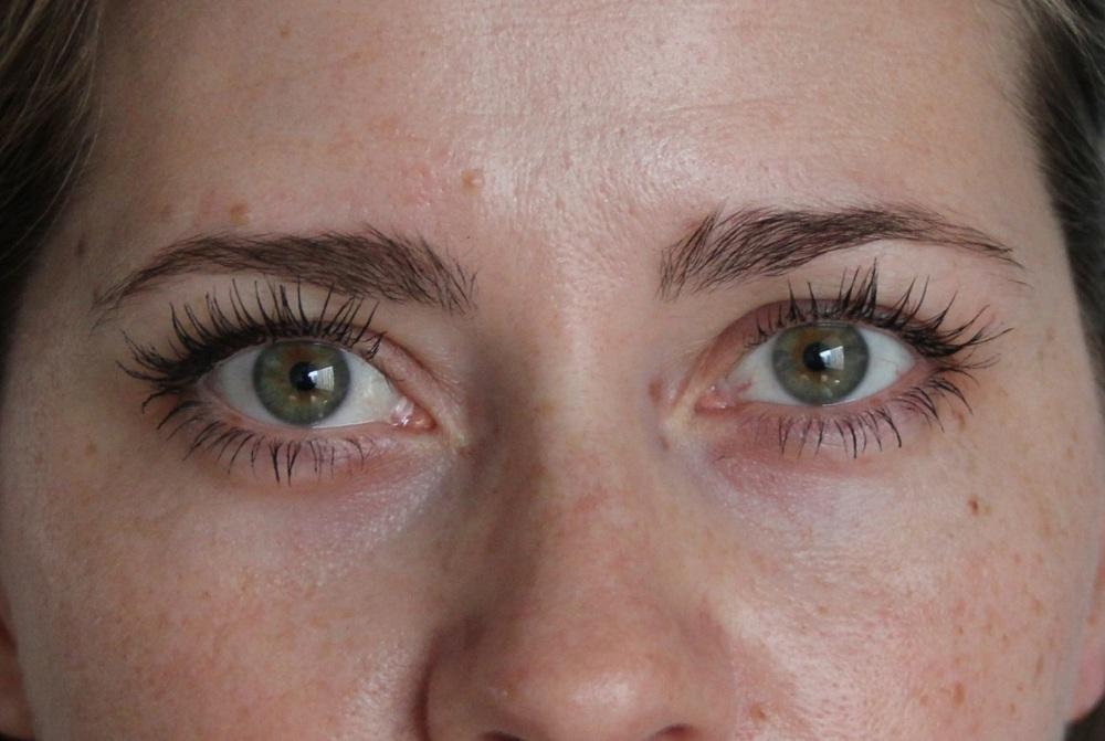 Mascara im Test Benefit TrendyThursday BineLovesLife