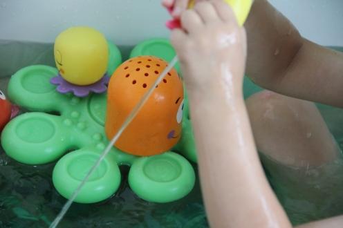 Okto Plantschis Babyspielzeug FamilyFriday BineLovesLife