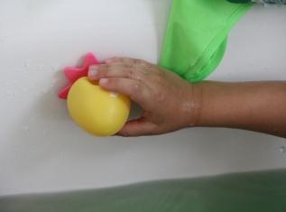 Okto Plantschis Badewannenspielzeug BineLovesLife
