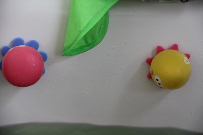 Okto Plantschis Badewannespielzeug Baby BineLovesLife