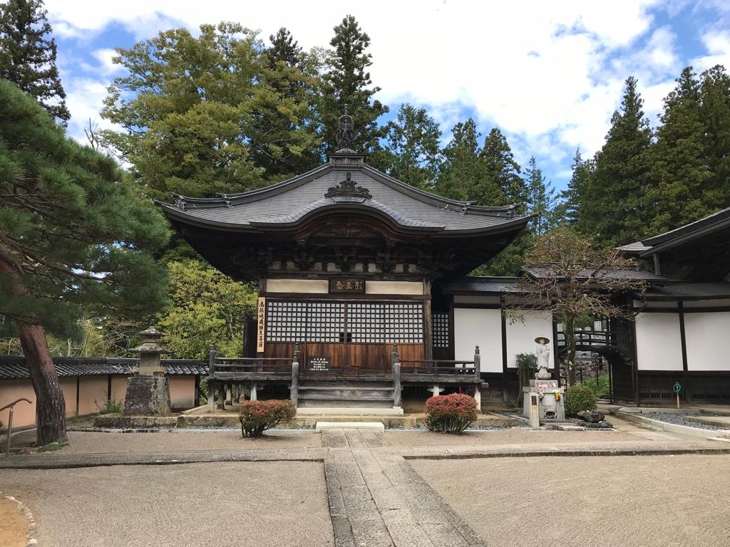 Tempelweg Takayama Shrine TravelTuesday BineLovesLife
