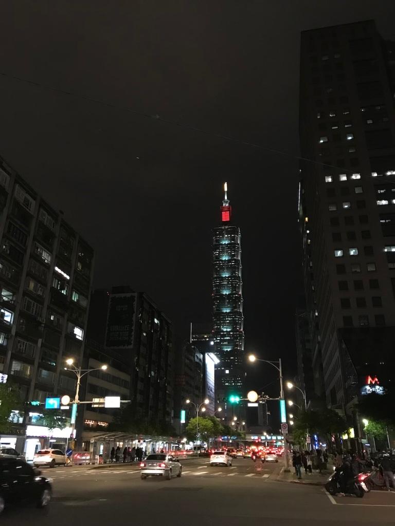 Taipei 101 bei Nacht TravelTuesday BineLovesLife