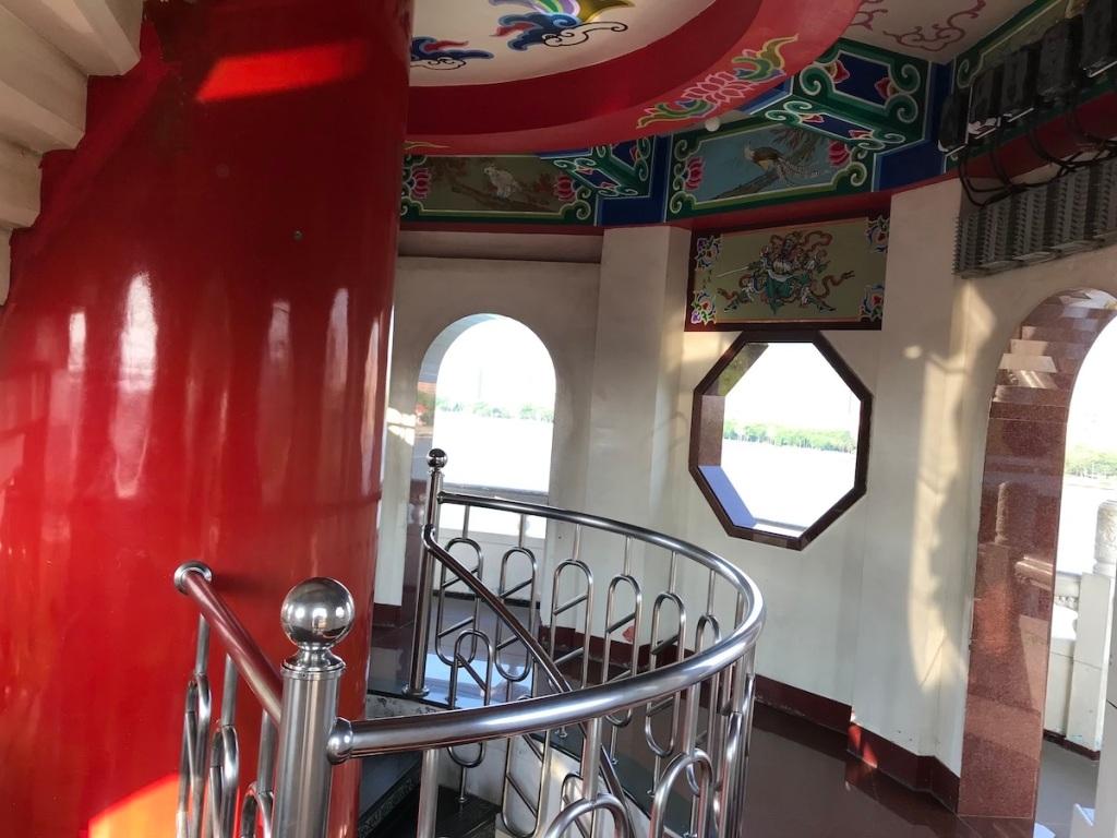 Treppenaufgang in der Tiger und Drachenpagode Kaohsiung Taiwan BineLovesLife